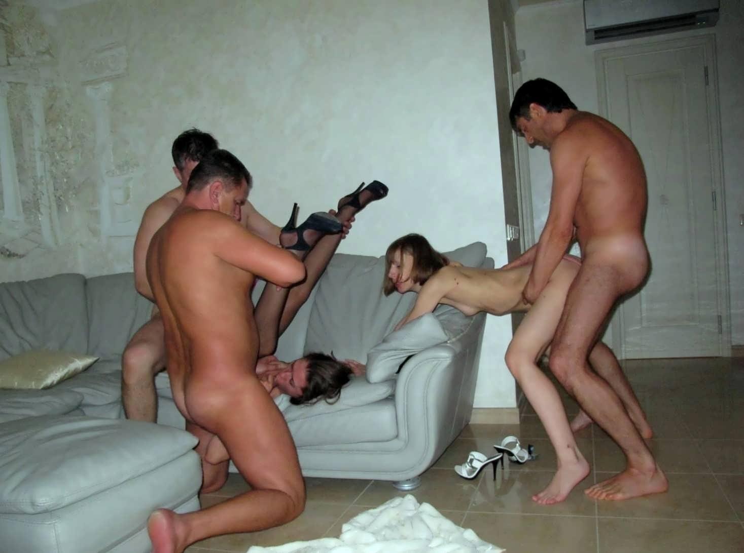Порно муж привел жену в свинг клуб